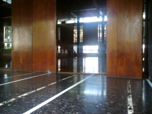 Selasar Masjid Salman ITB, begitu adem, penuh memori